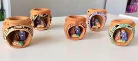 Pesebre andino de cerámica en ánforas pequeñas