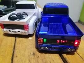 Camioneta FM radio USB SD parlante Bluetooth colores azul blanco y negro