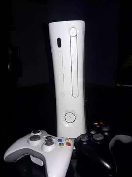 Vendo Xbox 360,dos controles,en perfecto estado