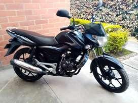 Se vende moto discover 2015 con papeles al día exceptuando seguro.