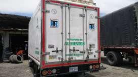 Se vende Npr con furgón y termo de refrigeración en muy buenas condiciones lista para trabajar