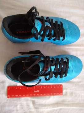 Vendo guayos fútbol Adidas Messi 16.4 usados. Talla 32 .
