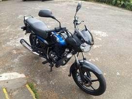 Vendo Moto Discover125+ negra, mod2014, papeles nuevos.