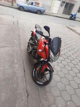 Es una moto pulsar AS200 esta al día motor 10/10 llantas nuevas parrilla fire parts o cambió por carro
