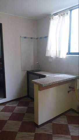 Arriendo/Rento habitación para profesionales con baño privado, parqueadero, servicios, internet. Sector Las Casas.