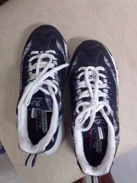 Sketchers talla 5.5 dama son 6 pares.