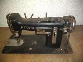 Maquina de Coser Marca Necchi