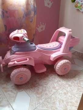 Moto de batería para niña usada