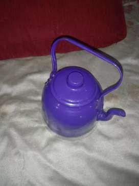 Pava de aluminio color violeta 1 litro hermosa