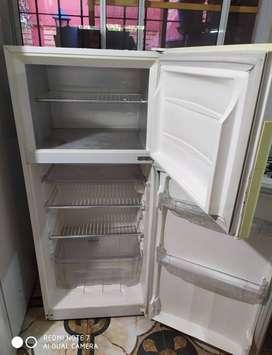 Vendo heladera gafa Modelo HGF 340 B con Freezer