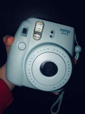Vendo camara polaroid intax mini 8
