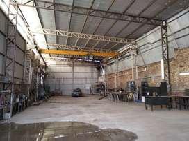 GALPON (7mtrs de alto) c/ Pte. Grúa de 5 Tn. y 174 m2 p/ oficinas.