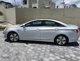 Hyundai Sonata con solo 26700 km en excelentes condiciones.