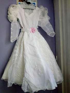 Se  vende   vestido  primera comunion