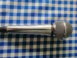 En venta micrófono LG con trípode