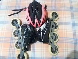 Se venden patines profesionalesBONT negros con ruedas 110,chasis para cuatro ruedas con cascoGW