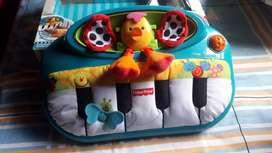 Vendo juguetes musicales y gimnasio de bebe para el desarrollo de bebes de 0 a 12 meses