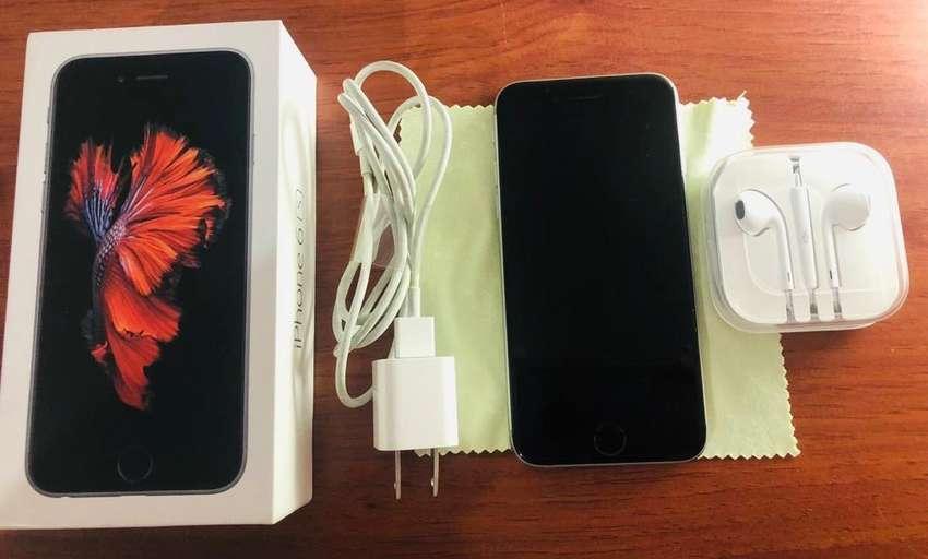 Se vende Iphone 6S Space Gray de 64 Gb con todos los accesorios , bateria al 100% y caja original. 0