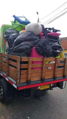 se transportan todo tipo de cosas motos neveras lavadoras escombros