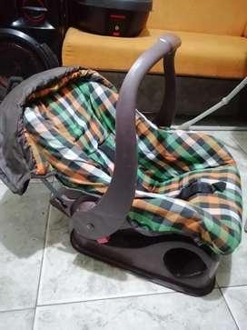 Se vende comedor y silla para carro