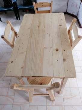 Juego Mesa y sillas en Pino Mesita asientos madera comedor