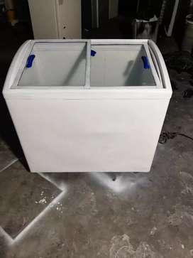 Congelador puerta de vidrio. En buen estado