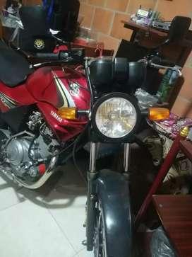 Se vende Moto Yamaha Precio Negociable
