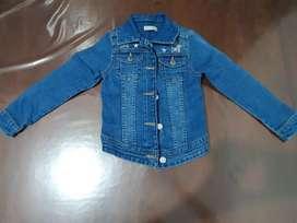 Vendo camperita de jeans para nena casi sin uso en excelente estado talle 4