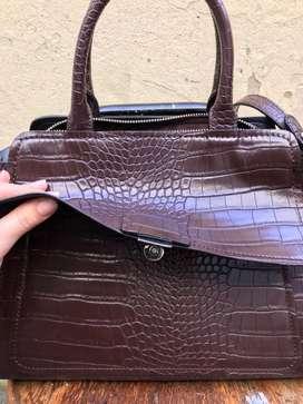 Bolso Zara color marrón oscuro