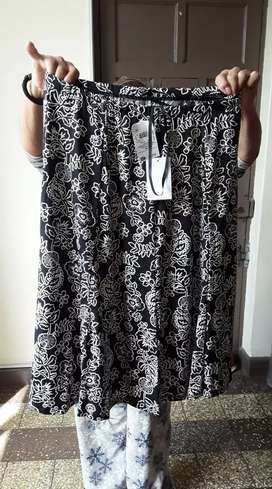Falda Nueva, Talla 12, color blanco y negro