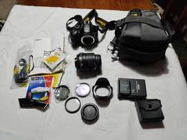 Cámara de Fotos Nikon D3200 lente 18-55, 2 baterías, 3 filtros extra, estuche y accesorios