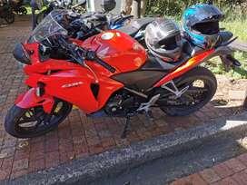Se vende moto cbr250r o se permuta por carro