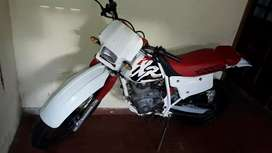 Vendo XR 200R  JAPON impecable  95