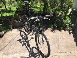 """Bicicleta R26 Mountain Bike (Genérica) con juego """"Shimano Alivio"""" (Japonés)"""