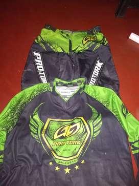 Vendo ropa de motocross