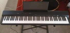 PIANO DIGITAL PRIVIA PX 160 BK DE CASIO + PARANTES