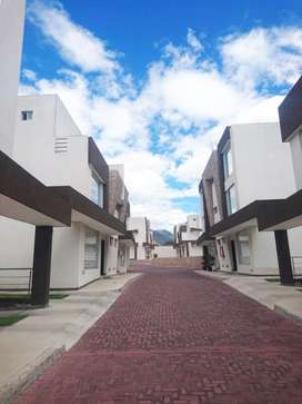 Casa 3 dormitorios en Venta, sector Tumbaco, cerca Ruta Viva, 165m², semiadosada
