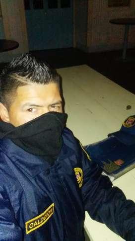 Busco trabajo urgente como guarda de seguridad vivo en bogota tengo los curzos atualizados y 1 año de experiencia