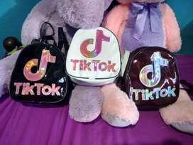 Vendooooo mochilas para nena y art.