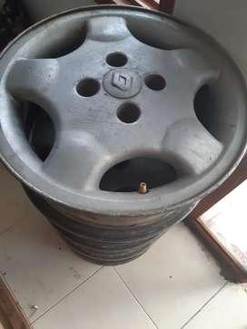 Vendo rines de aluminio 14 case 100 en buen estado