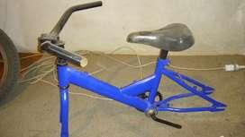 Cuadro de bicicleta de chicos sin rueda