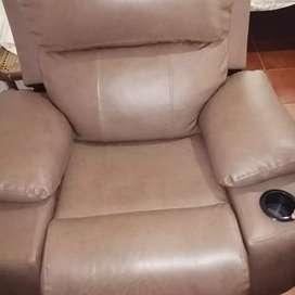 USADO, Sillón reclinable en cuero sintético