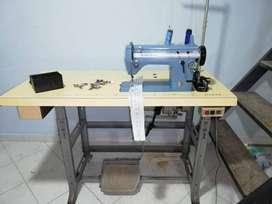Maquina de coser SINGER 20U-23 con mueble en buen estado