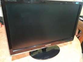 """Monitor LCD 23,5"""" VGA Excelente estado"""