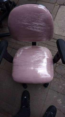 Sillas y mesas para oficina