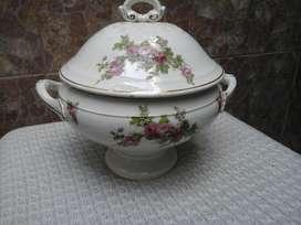 Sopera Guisera de Porcelana Francesa.