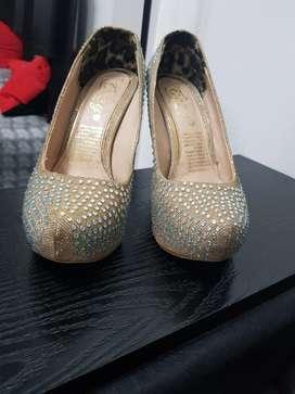 Zapatos Tacos de Fiesta Dorados