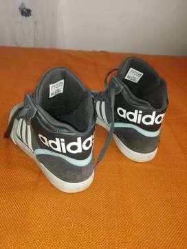 Zapatilla adidas High Top Sneakers