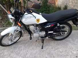 Vendo moto . Suzuki nueva