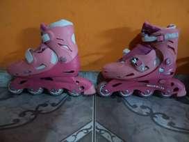 Roller niñas de kity y Barbie extensibles muy buen estado